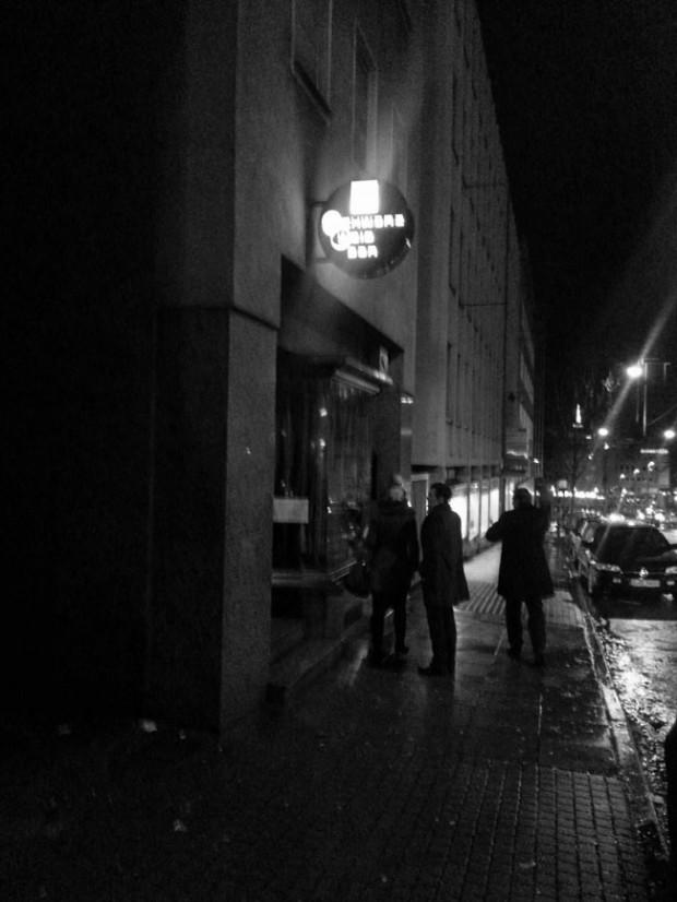 Schwarz-Weiß-Bar