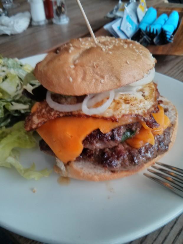 Schräglage - Meatlover Cheeseburger