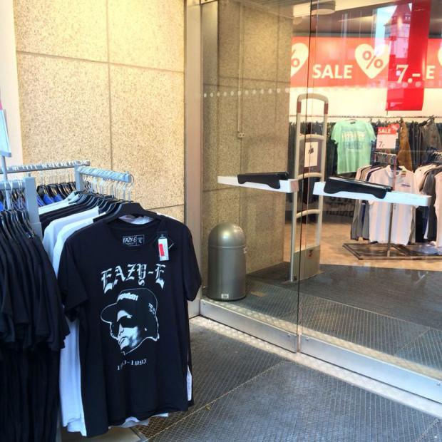 Eazy-E beim C&A (im Ausverkauf?)