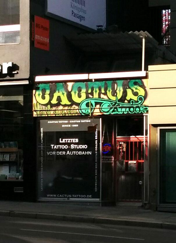 Nur noch vorletztes Tattoo Studio vor der Autobahn