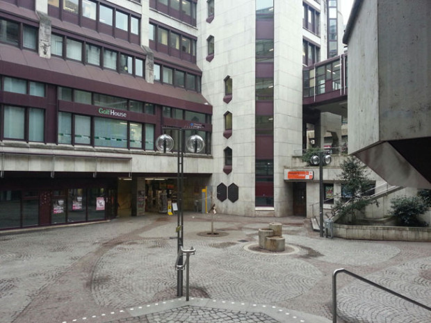 White Noise & Breitengrad 17 im Schwabenzentrum
