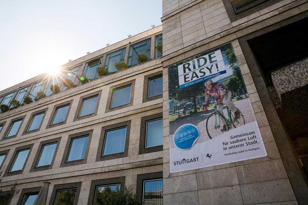 Kampagnenmotiv-am-Stuttgarter-Rathaus